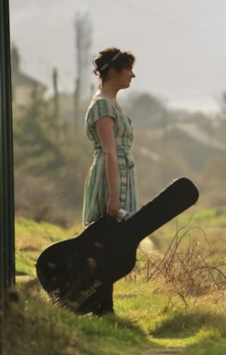 kyle-carey-profile-guitar (407x640)